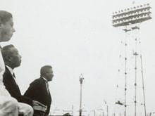 日本初のナイター始球式を務めた鳩山一郎